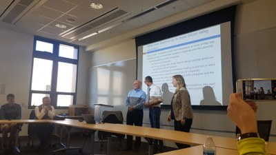 Discussing new teaching formats and the start-up culture in the Bay Area with Stanford professor David A. B. Miller (left): the head of the Kiel State Chancellery Dirk Schrödter (centre) and CAU Professor Martina Gerken.